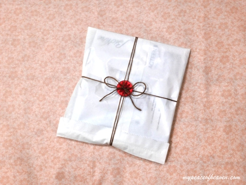 Wrapping presents: Simple Button Packaging Tutorial